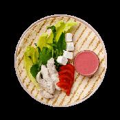 Фреш-ролл с курицей, сыром фета и клюквенным соусом